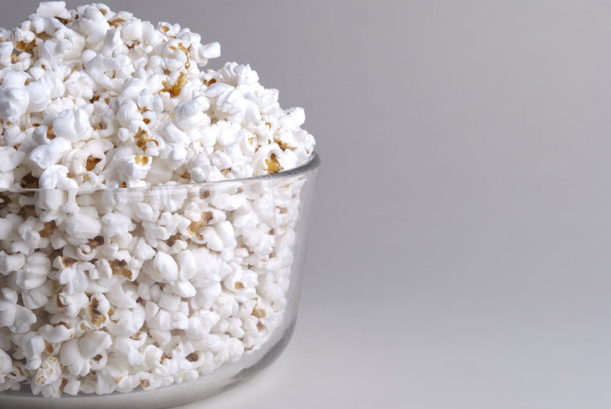petite-maize-popcorn-in-bowl-eye-level-left